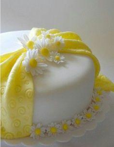 Dogum günü. 1 yaş. Papatya konsepti. Pasta. DIY. Flower. Daisy. Birthday. Sari. Beyaz. Yellow. White. Cake. Gelb. Weiß. Fondant.