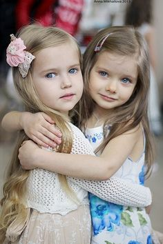 Cute little girls / BFFs Beautiful Little Girls, Cute Little Girls, Beautiful Children, Beautiful Babies, Cute Kids, Baby Kind, Cute Baby Girl, Cute Babies, We Are The World