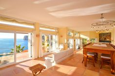 Mediterrane Villa mit Meerblick