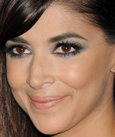 Close-up of Hannah Simone at the 'New Girl' 100th episode party in 2016.