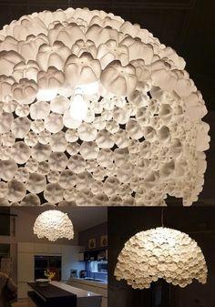 lampara-botellas-plástico-reciclando-muy-ingenioso