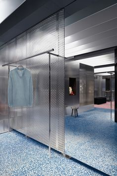 ACNE - Store Osaka Shop Ready to Wear, Accessories, Shoes and Denim for Men and… Retail Store Design, Retail Shop, Commercial Design, Commercial Interiors, Shop Interiors, Office Interiors, Design Comercial, Habitat Collectif, Store Concept