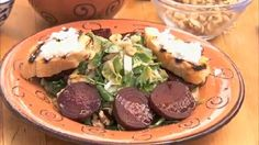 This is a delicious and easy salad which takes little time and is a great meatless main course. It uses beets, goat cheese, candied walnuts and baby greens. Beet Salad, Salad Bar, Soup And Salad, Orzo Salad, Goat Cheese Recipes, Goat Cheese Salad, Sauteed Beet Greens, Vegetarian Recipes, Cooking Recipes