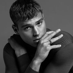 TINGS Matthew Noszka by Justin Campbell with styling from Ugo Mozie x Tings Magazine (August Grooming from Derek Yuen Black And White Portraits, Black And White Pictures, Most Beautiful Faces, Beautiful Men, Tony Thornburg, Justin Campbell, Will Wright, Top Male Models, The Fashionisto