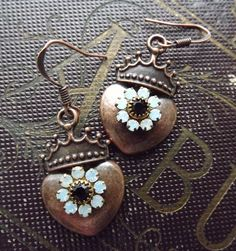 Heart and crown earrings with rhinestone flowers