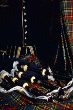 Scottish Highland bagpipes and tartans . England Ireland, England And Scotland, Scottish Wedding Dresses, Scottish Bagpipes, Scottish Culture, Tartan Kilt, Scottish Highlands, My Heritage, British Isles