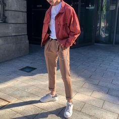 Wearing all beige is really trend this season. That's why I want to show you some beige outfit ideas, so you can get inspired from them. Cute Vintage Outfits, Retro Outfits, Urban Style Outfits, Mode Streetwear, Streetwear Fashion, Beige Outfit, Stylish Mens Outfits, Casual Outfits, Beach Outfits