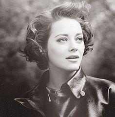 Marion Cotilliard short vintage hair