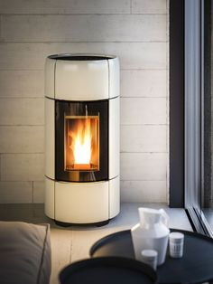 Find out all of the information about the MCZ product: pellet heating stove / corner / ceramic / contemporary CURVE. Pellet Stove Inserts, Pellet Burner, Wood Pellet Stoves, Into The Woods, Foyers, Lofts, Modern Barn House, Stove Fireplace, Design Moderne