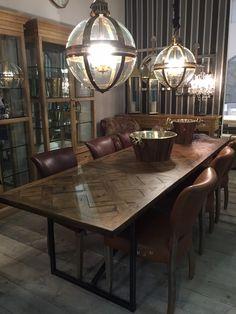 #exposition #table #chairs #diningroom #dining #room #lamps #illumination #lighting #cabinets #furniture #mobiliario #sala #exposição