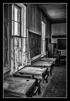 Desks inside the old abandoned one-room Longcreek school house in Ft. It would have been so fun to experience a one room classroom. (especially with Nellie O. and Laura :)) Abandoned Buildings, Abandoned Mansions, Old Buildings, Abandoned Places, Old School House, School Days, Country School, Abandoned Hospital, Vintage School