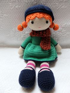 Jolie poupée de décoration au crochet