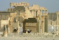 O antes e o depois da destruição terrorista em Palmira - JN