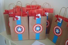 Lembrancinhas de Festa Infantil Com Tema de Capitão América Diy Loot Bags, Superhero Birthday Party, Treat Bags, Paper Shopping Bag, Spiderman, Marvel, Frozen, Cupcakes, Party Favor Bags