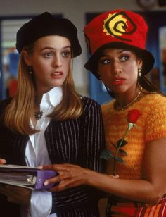 """Alicia Silverstone and Stacey Dash as Cher Horowitz and Dionne Davenport wearing gold and pearls in """"Clueless"""" Clueless Quotes, Clueless 1995, Clueless Fashion, Funny Fashion, Stacey Dash Clueless, Dionne Clueless Outfits, Clueless Style, Fashion Tv, 2000s Fashion"""