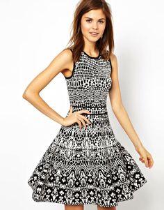 graphic & flirty knit dress