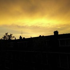 Meanwhile on the other side of the house #photo #nofilter #love #sunset #sky #lucht #delft