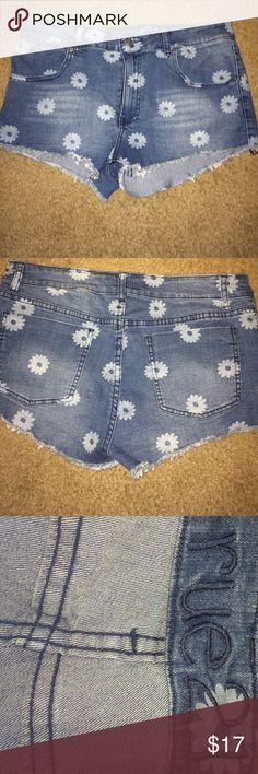 DAISY DENIM SHORTS!!! Daisy print shorts perfect condition Rue 21 Shorts Jean Shorts