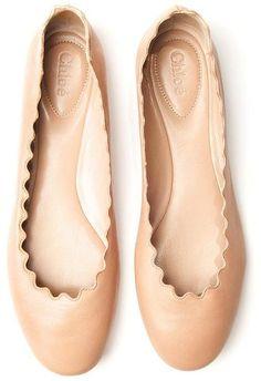 Chloé Scalloped Ballet Flat Está vendendo igualzinho na Riachuelo ou foi na Leader. Vi hoje. Só tinha amarelo ou branco