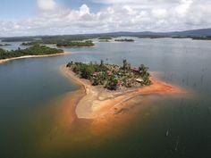 MATU-ISLAND - in Suriname. Eiland in het Van Blommensteinmeer.