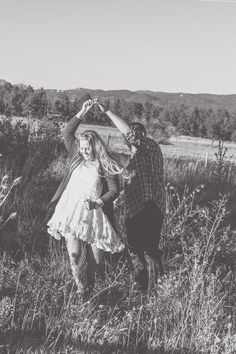 Fall engagement photos at The Barn at Casey's in Woodland, CO #weddingphotography