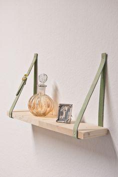 Hängeregal einfach selbst bauen: Kleiderkreisel zeigt, wie's geht! http://blogs.glamour.de/diy/diy-regal-bitte-anschnallen/#more-626  (Foto: © J.Siebert)