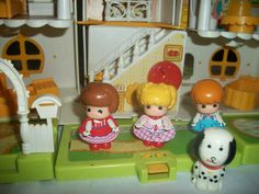 Maison de Candy (Have a look at the dolls' clothes)