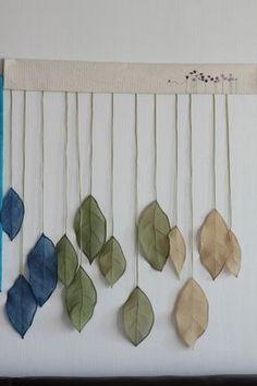 염색한 생옥사 천으로 만든 나뭇잎 가을 인테리어를 위한 핸드 메이드... 파란색은 쪽염색 초록은 생칡잎 ... Ribbon Embroidery, Embroidery Art, Creative Textiles, Small Sewing Projects, Church Banners, Kintsugi, Pottery Studio, Fabric Panels, Textile Art