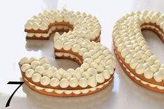 Scommetto che ognuno di noi ha sempre avuto il desiderio di preparare una torta davvero speciale e scenografica, con il quale fare colpo e lasciare tutti a... Biscotti, 30 Cake, Fab Cakes, Happy Birthday My Love, 30 Birthday Cake, Number Cakes, Chiffon Cake, Mini Desserts, Cake Tutorial