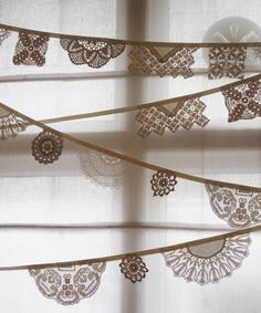 http://decoratorsnotebook.files.wordpress.com/2012/02/vintage-lace-doily-bunting.jpg