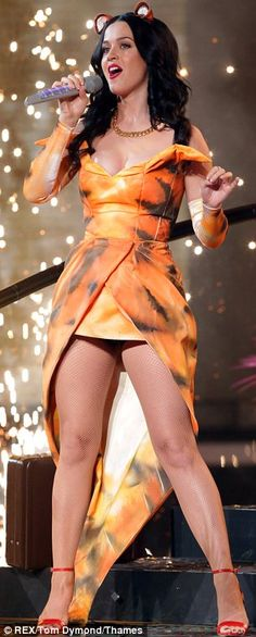 Katy Perry queen of the jungle. Here I think she is performing roar.