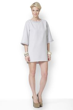 Μπορεί να φορεθεί από το πρωί έως το βράδυ, ανάλογα με τα υπόλοιπα αξεσουάρ. Cold Shoulder Dress, Dresses, Fashion, Vestidos, Moda, Fasion, Dress, Gowns, Trendy Fashion