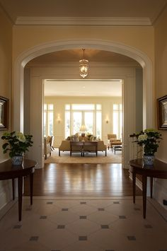 There are so many different ways to decorate your foyer. Whether you have a grand entrance or a small one, you can make it look beautiful . Foyer Decorating, Interior Decorating, Decorating Ideas, Casa Kardashian, Home Interior Design, Interior And Exterior, Modern Interior, Foyer Flooring, Entry Foyer