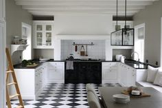 This elegant kitchen is the perfect example of a modern country kitchen, Broby pure white handpainted on ash and worktops in black granite. Neutral Cabinets, Inset Cabinets, Kitchen Cabinets, Modern Country Kitchens, Elegant Kitchens, Bright Kitchens, White Countertops, Interior Design Inspiration, Kitchen Storage