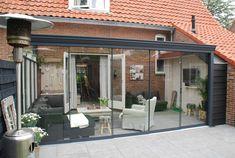 452 Gumax terrasoverkapping klassiek antraciet met glazen schuifwand aan de voorkant.jpg (640×430)