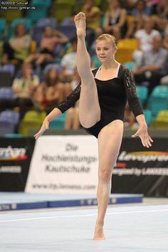 Gymnastics Posters, Gymnastics Pictures, Sport Gymnastics, Artistic Gymnastics, Olympic Gymnastics, Gymnastics Problems, Acrobatic Gymnastics, Olympic Games, Sixpack Workout
