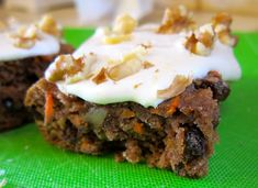 Paleo Carrot Cake Bars or Sheet Cake Paleo Dessert, Healthy Sweets, Gluten Free Desserts, Delicious Desserts, Dessert Recipes, Healthy Food, Icing Recipes, Flour Recipes, Dessert Bars