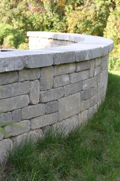 Stonegate® Country Manor by Keystone Retaining Wall Systems Concrete Retaining Walls, Concrete Wall, Keystone Retaining Wall, Keystone Wall, High Strength Concrete, Free Standing Wall, Natural Stone Wall, Stone Planters, Wall Seating