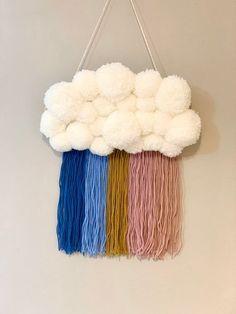 Fun Diy Crafts, Arts And Crafts, Crafts With Yarn, Diy Yarn Decor, Baby Mobile, Pom Pom Crafts, Idee Diy, Baby Kind, Diy Christmas Gifts