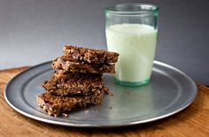 Granola bars with chocolate recipe (Photo: Andrew Scrivani for The New York Times)