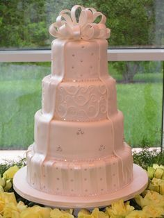 I love the satin details and the sparkly accents. I've decided that just about every cake that Sweet Delights makes is WIN.