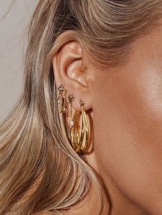 A stack of gold hoops and earrings #goldjewelry #earrings Ear Jewelry, Cute Jewelry, Gold Jewelry, Jewelery, Jewelry Accessories, Color Type, Diamond Earrings, Hoop Earrings, Cute Ear Piercings