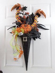 Raz Witch Hat with Legs (Decoracion Halloween Door)