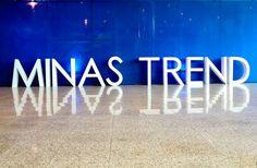 5 tendências de bolsas Primavera/Verão 2020 do Minas Trend | Cook & Dress Posts, Book, Tiffany Necklace, Chanel Fashion Show, Orange Purse, Spring Summer, Trends, Messages, Book Illustrations