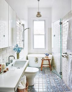 These on-trend bathroom design ideas are sure to make a splash in your bathroom. Take a look at these designer bathrooms for inspiration for your next bathroom renovation. Next Bathroom, New Bathroom Ideas, Bathroom Trends, Bathroom Colors, Bathroom Sets, Bathroom Storage, Modern Bathroom, Small Bathrooms, Silver Bathroom