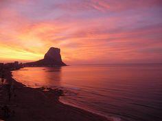 Un bonito amanecer para un buen comienzo de semana Bon dia #GentedeAlicante! #Calpe #ProvinciadeAlicante #España