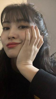 Momo Twice Selca Kpop Girl Groups, Korean Girl Groups, Kpop Girls, South Korean Girls, Twice Momo Wallpaper, My Girl, Cool Girl, Rapper, Nayeon Twice