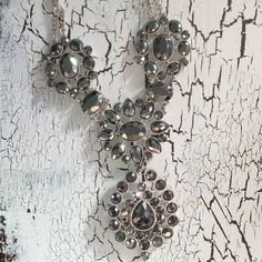 ✨HP✨Gray and silver statement necklace Boutique-style gray and silver statement necklace. I bought it thinking I would wear it, but I never have so It needs a new home! Price is firm. Ask all questions before purchase! Jewelry Necklaces