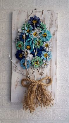 Pine Cone flowers are best ways to decorate your home with unexpected handmade wall decor – Artofit New Crafts, Creative Crafts, Diy Crafts To Sell, Home Crafts, Pine Cone Art, Pine Cone Crafts, Pine Cones, Beautiful Bouquet Of Flowers, Diy Flowers