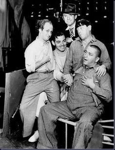 Old Hollywood- Clark Gable with the Three Stooges and Ted Heley. Hooray For Hollywood, Golden Age Of Hollywood, Vintage Hollywood, Hollywood Stars, Classic Hollywood, The Stooges, The Three Stooges, Por Tras Das Cameras, Laurel And Hardy